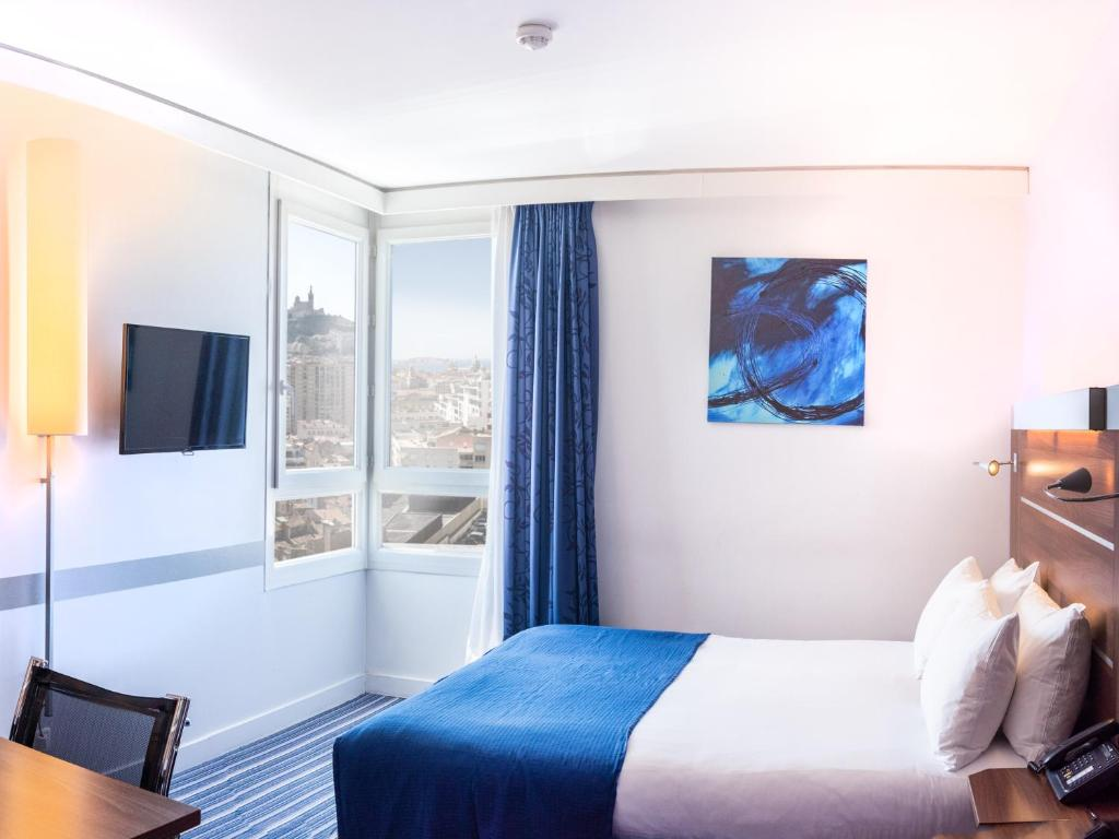 A bed or beds in a room at Holiday Inn Express Marseille Saint Charles, an IHG Hotel