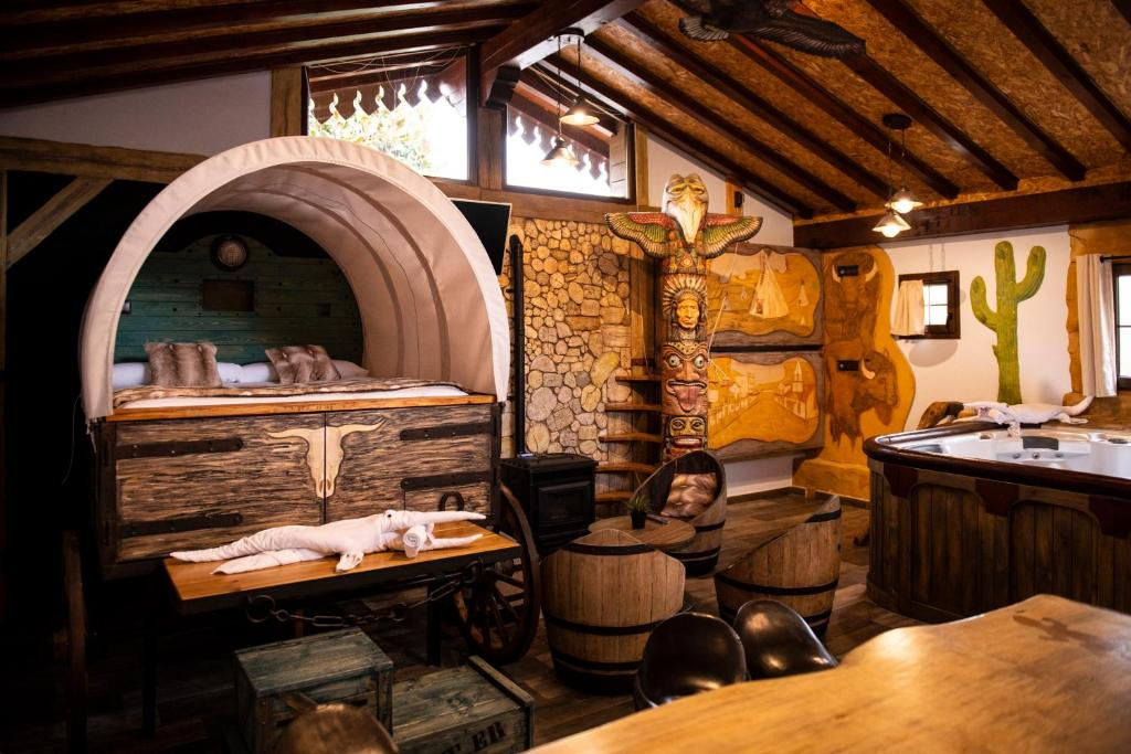 A restaurant or other place to eat at Posada la Leyenda