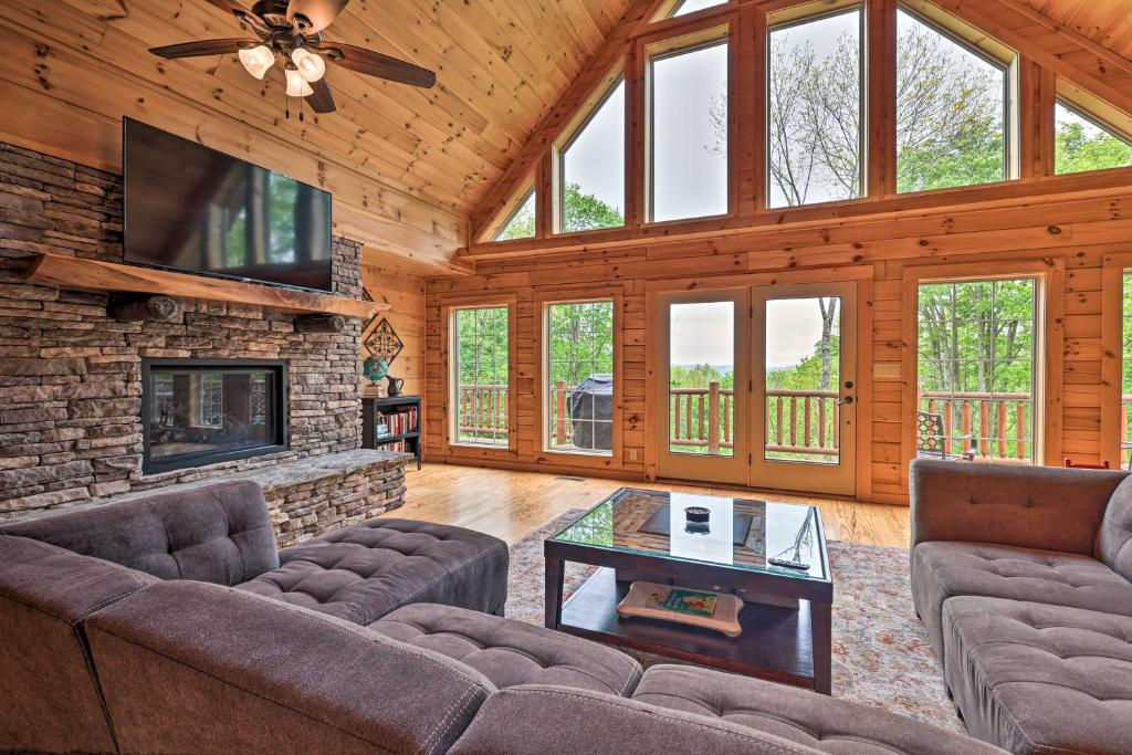 Creston Family Cabin with Hot Tub and Game Room!