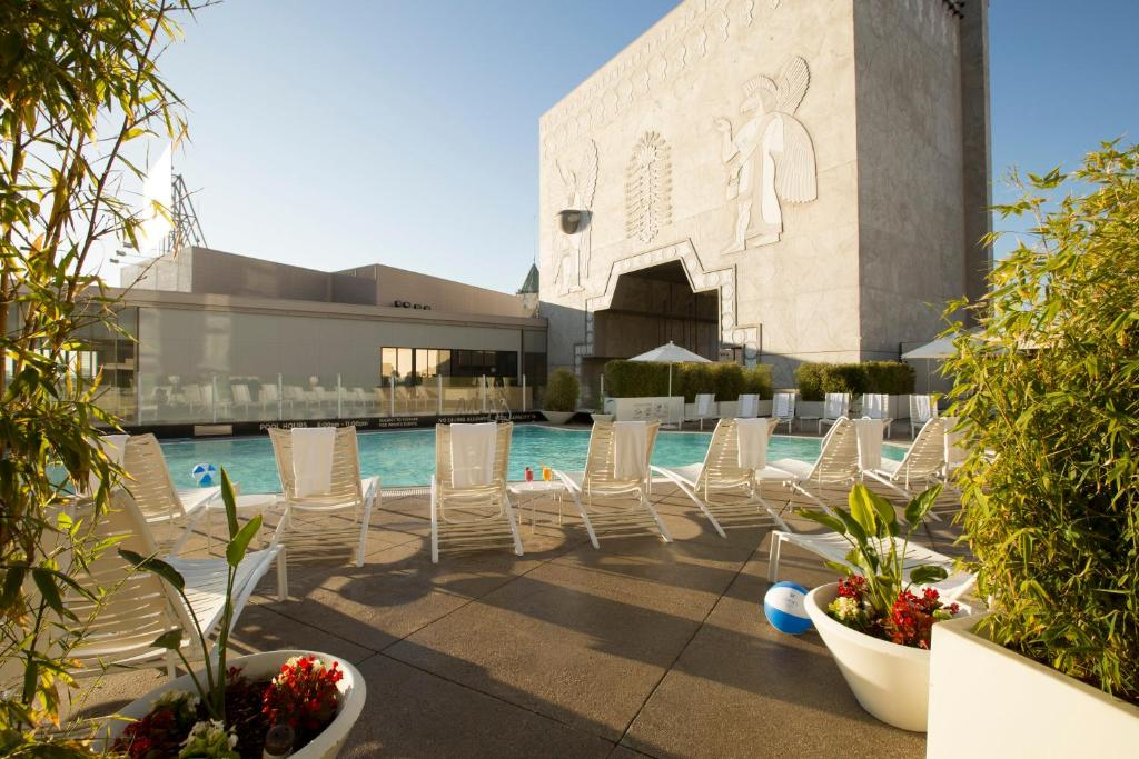 The swimming pool at or near Loews Hollywood Hotel