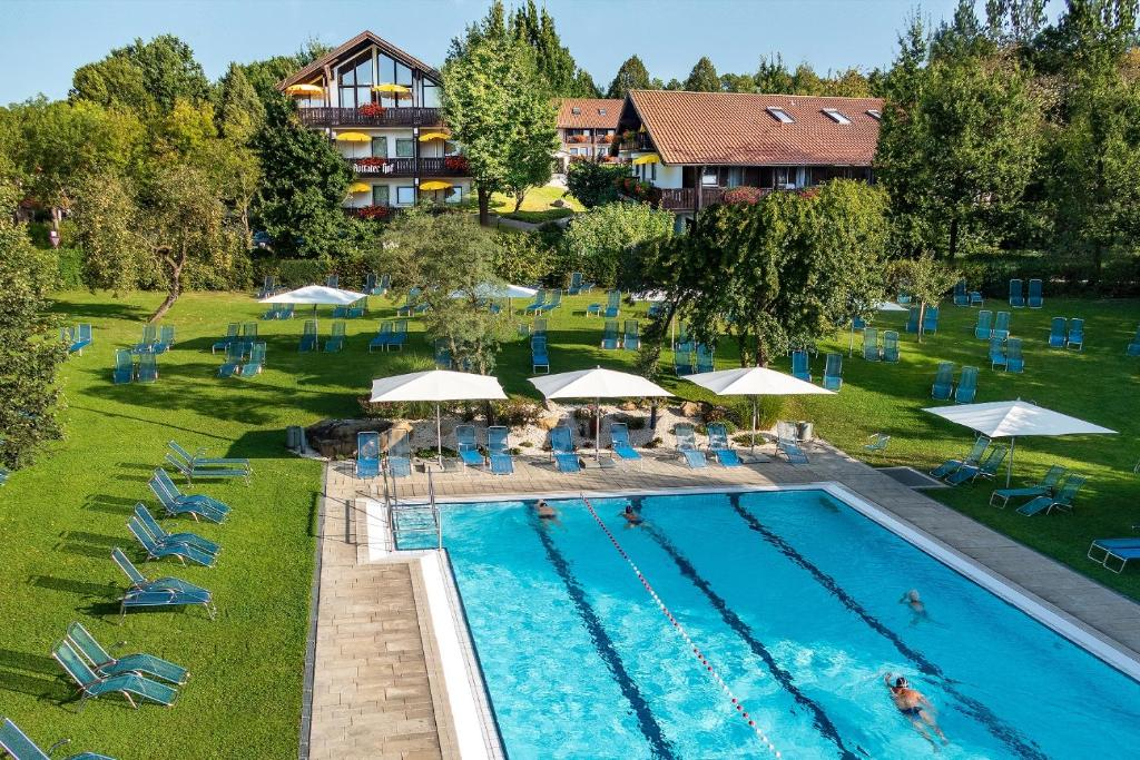 A view of the pool at Hotel Rottaler Hof or nearby