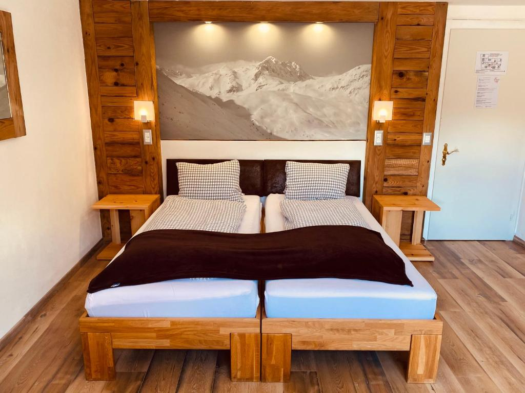 A bed or beds in a room at Mountain Lodge Sedrun