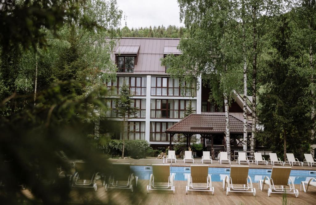 A view of the pool at Yaremche Club Hotel or nearby
