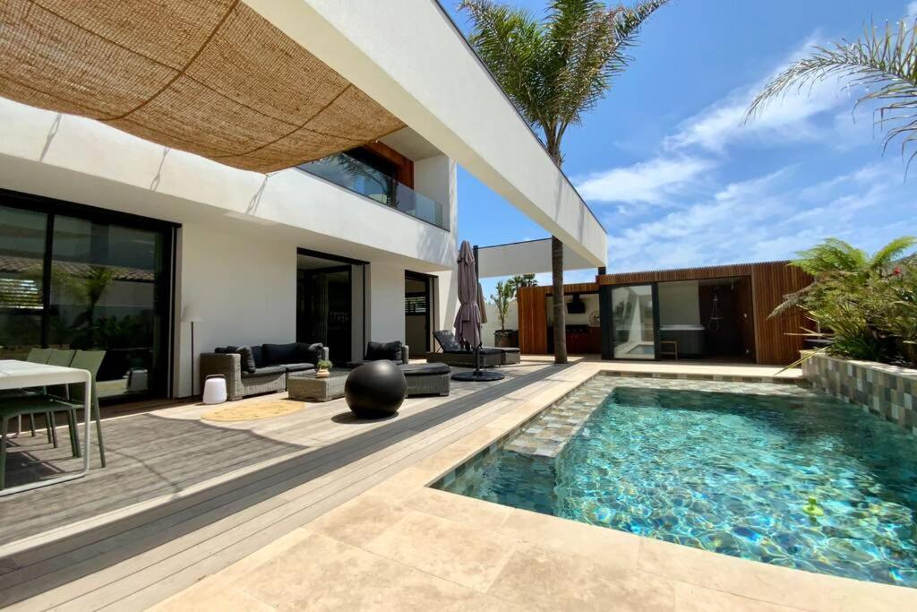 The swimming pool at or close to Villa de LUXE avec piscine et jacuzzi sur Pérols !