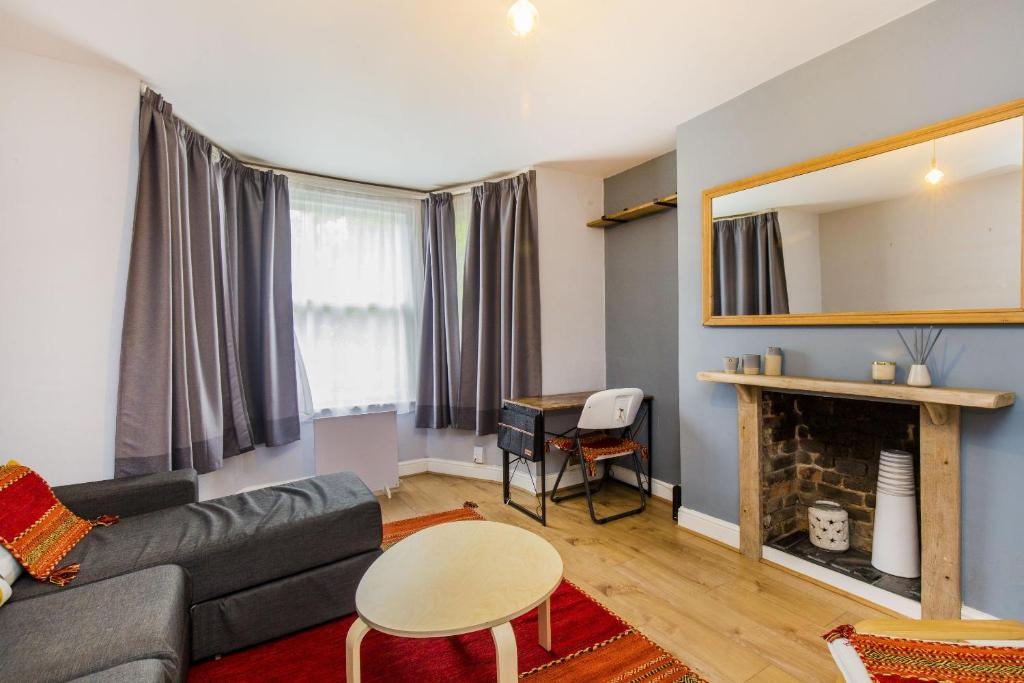 A seating area at Pass the Keys Apartment with a Private Garden 4 mins from Tulse Hill Station
