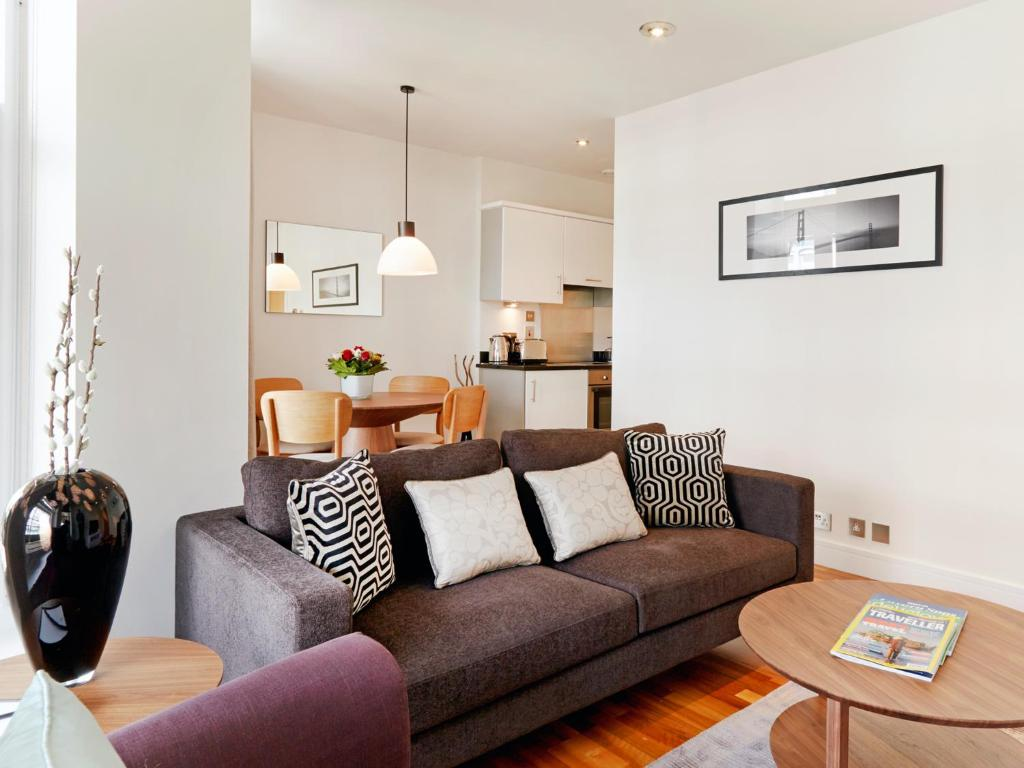 A seating area at Cheval Harrington Court at South Kensington
