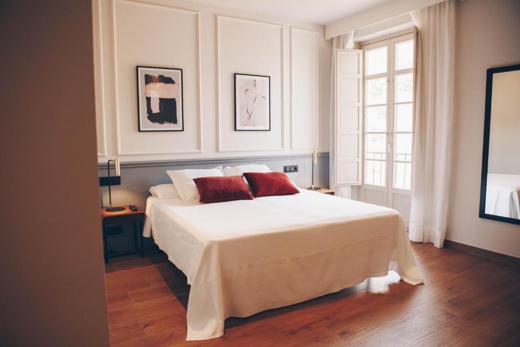 Cama o camas de una habitación en Alcazaba Premium Hotel