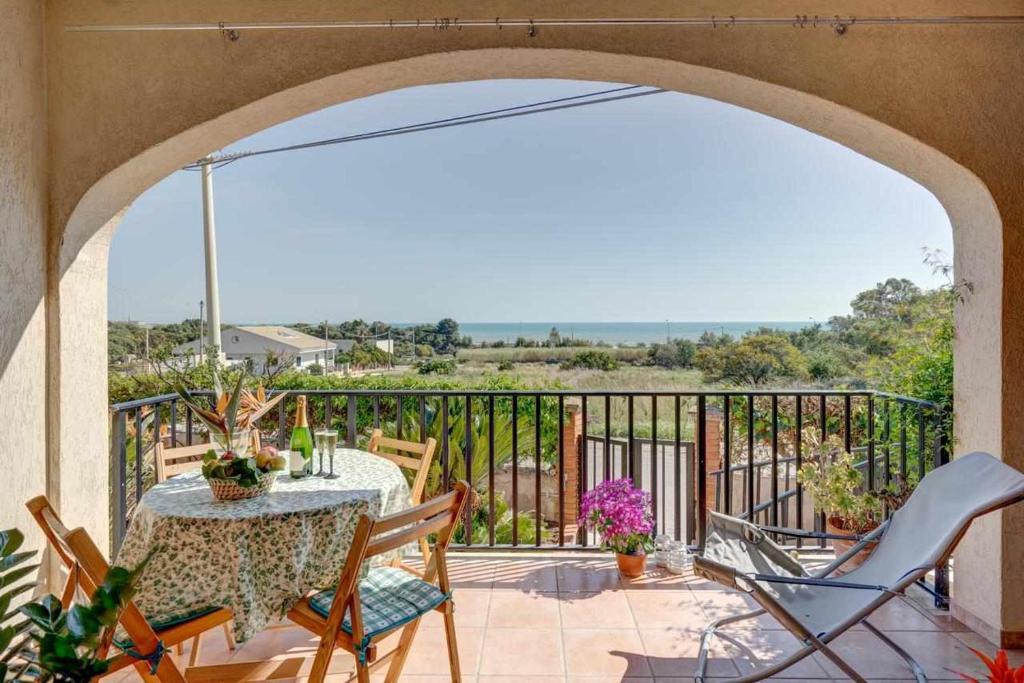 Balcone o terrazza di la veranda sul mare