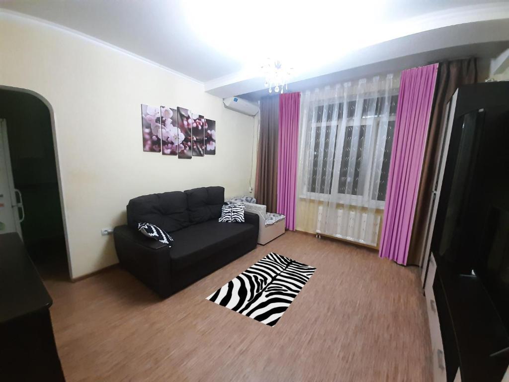 Гостиная зона в 1-к квартира рядом с морем в центре Сочи