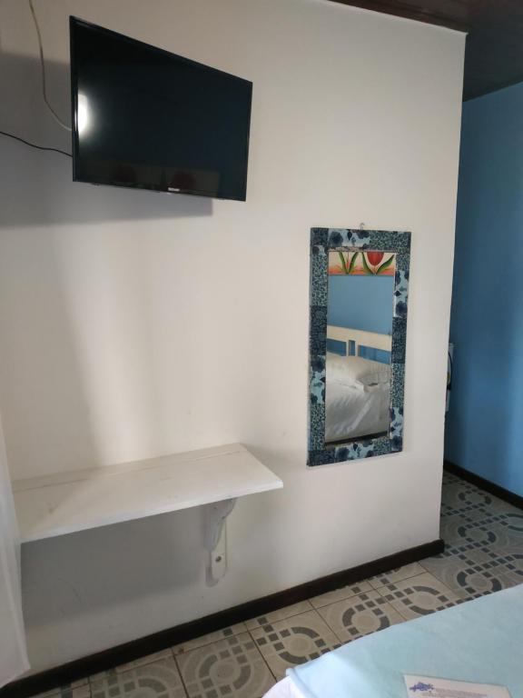 A television and/or entertainment centre at Pousada Alfa