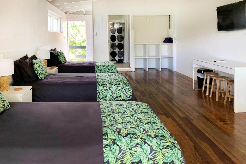 A seating area at Airlie Beach Magnums