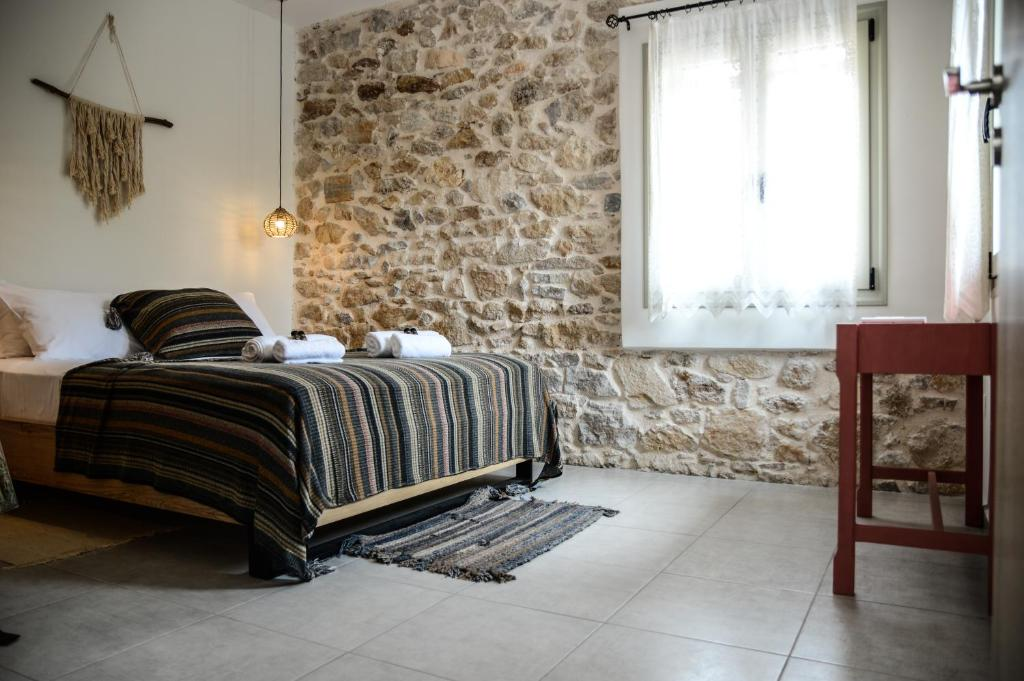 A bed or beds in a room at Deus Apartments_ Athens Airport
