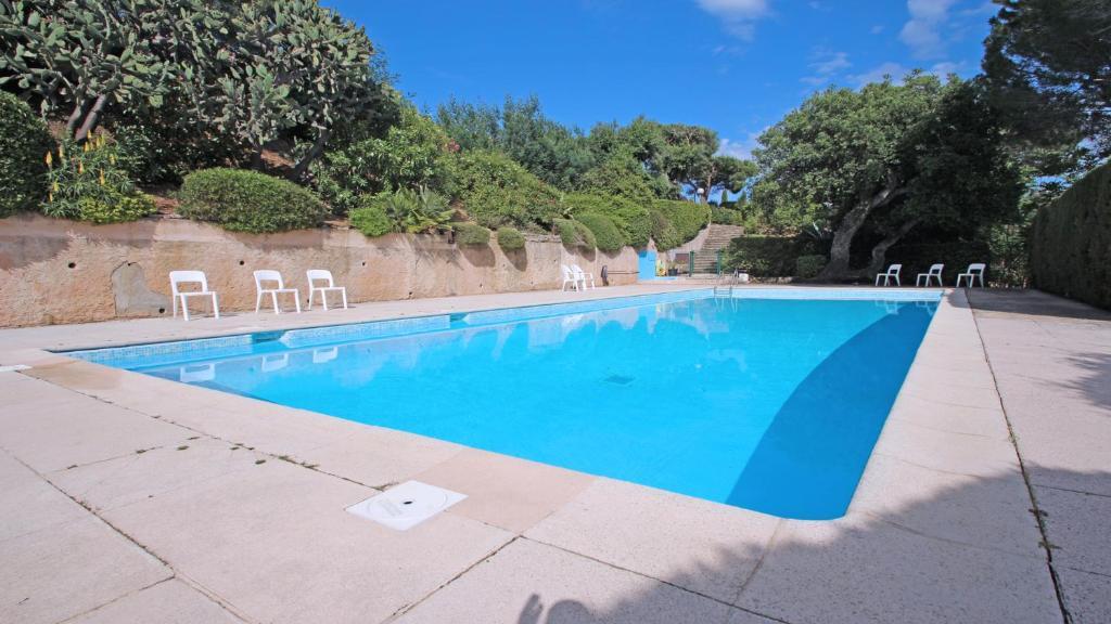 The swimming pool at or near Les Bastides de Pan Cuet