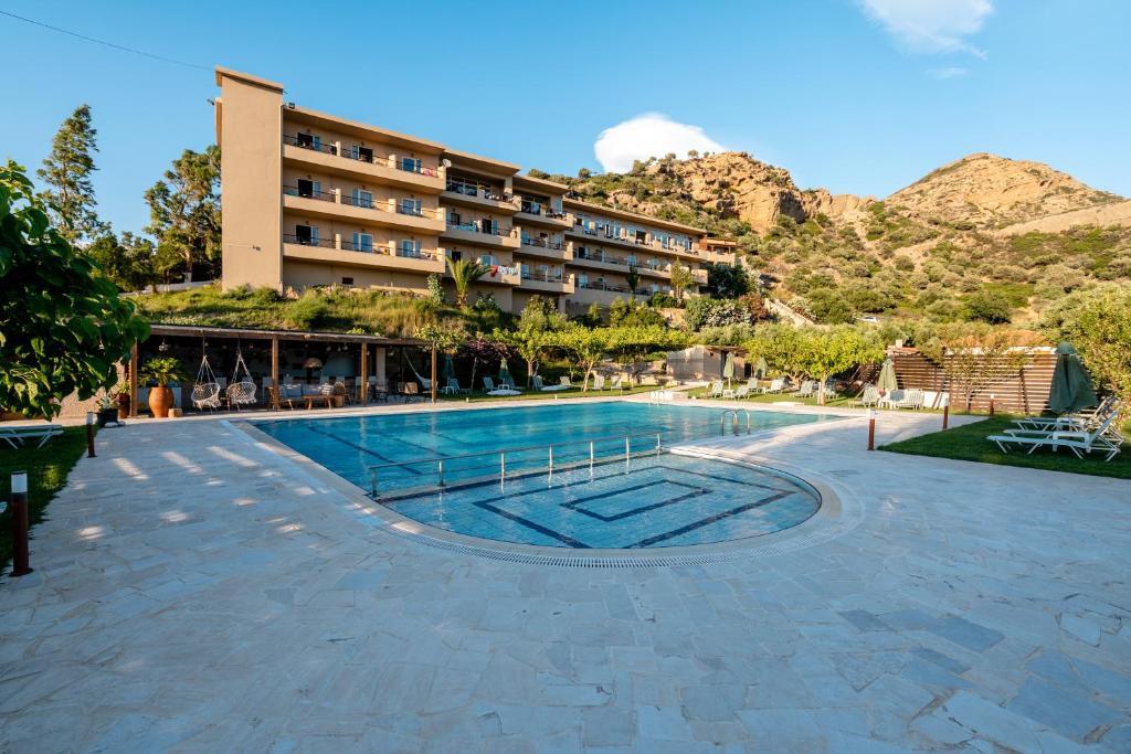 Πισίνα στο ή κοντά στο Villa Maxine Hotel