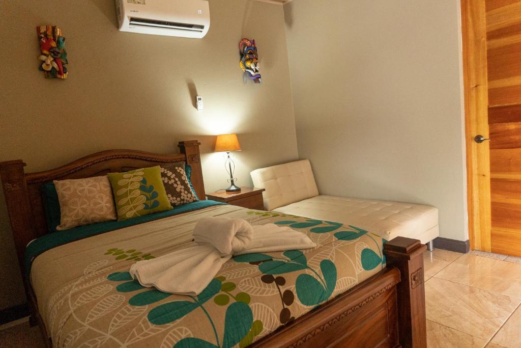 Cama o camas de una habitación en Margarita and Tour Operator Drake Bay