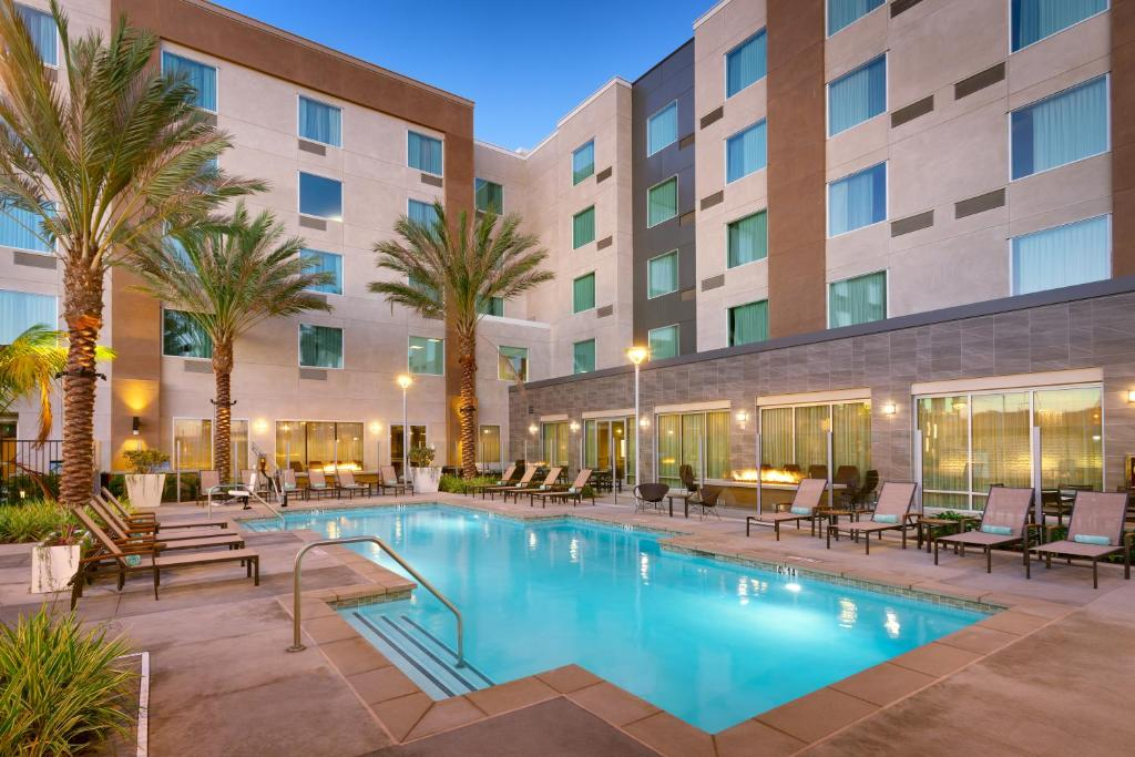 The swimming pool at the TownePlace Suites by Marriott Los Angeles LAX Hawthorne.