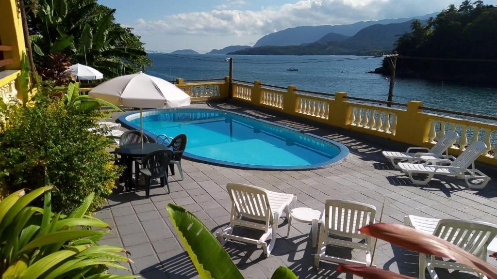 Uma vista da piscina em Colonial Hotel ou nos arredores