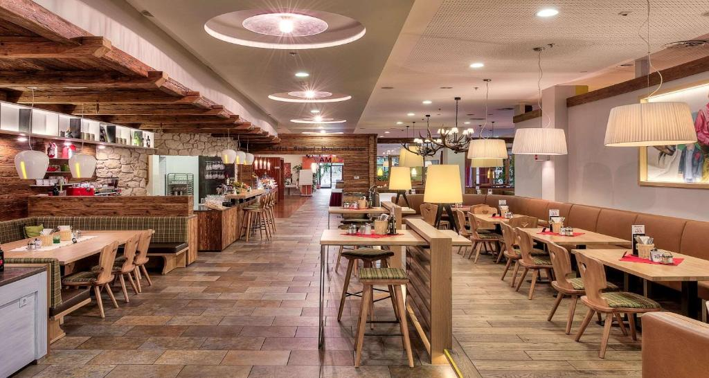 A restaurant or other place to eat at Best Western Hotel am Walserberg