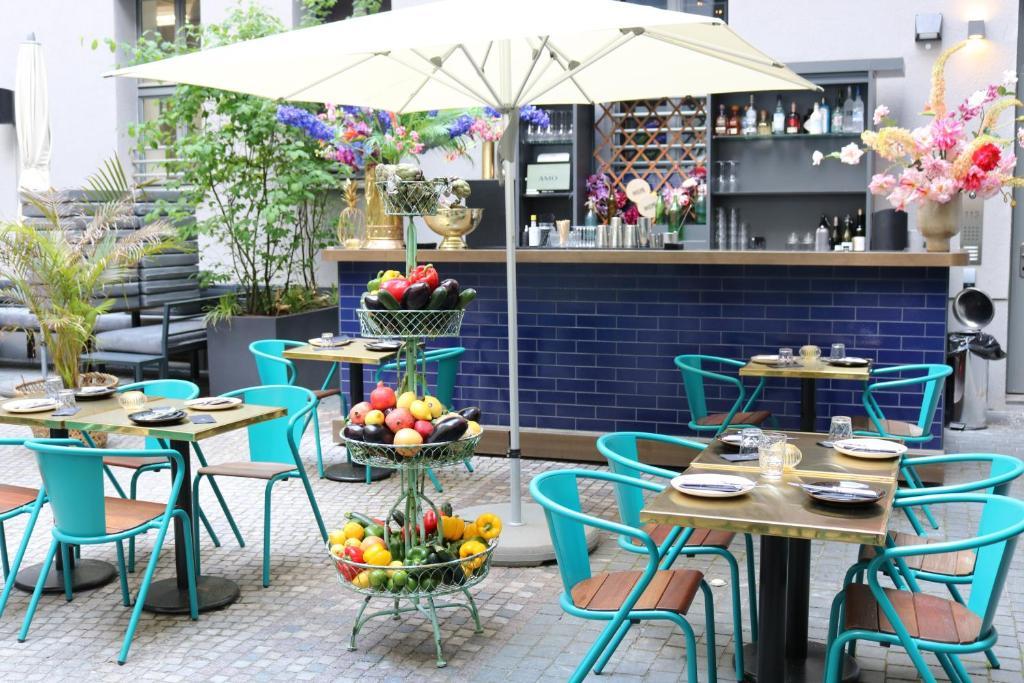 Ein Restaurant oder anderes Speiselokal in der Unterkunft Hotel AMO by AMANO Friedrichstraße