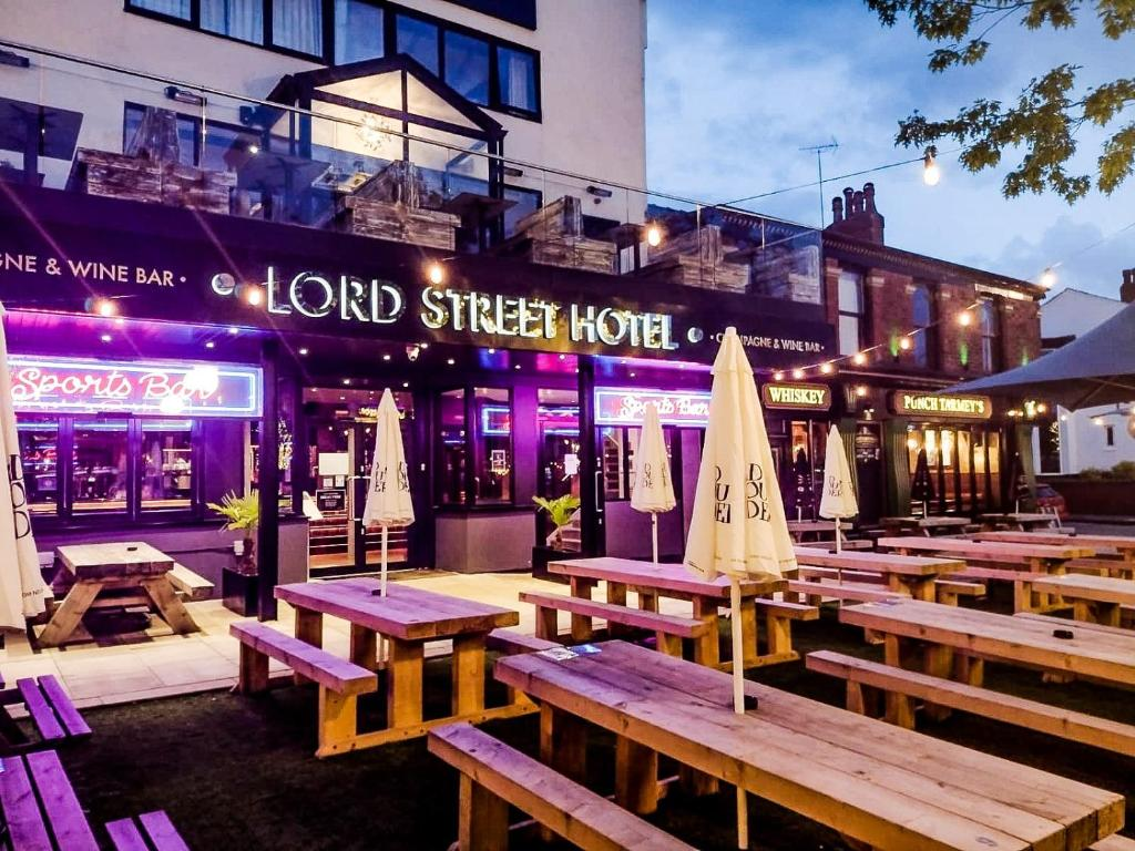 A restaurant or other place to eat at The Lord Street Hotel; BW Signature Collection
