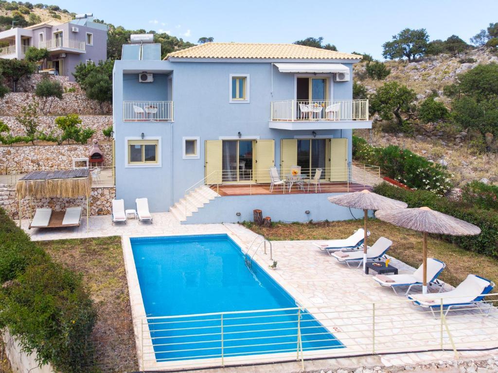 Vista sulla piscina di Astra Villas o su una piscina nei dintorni