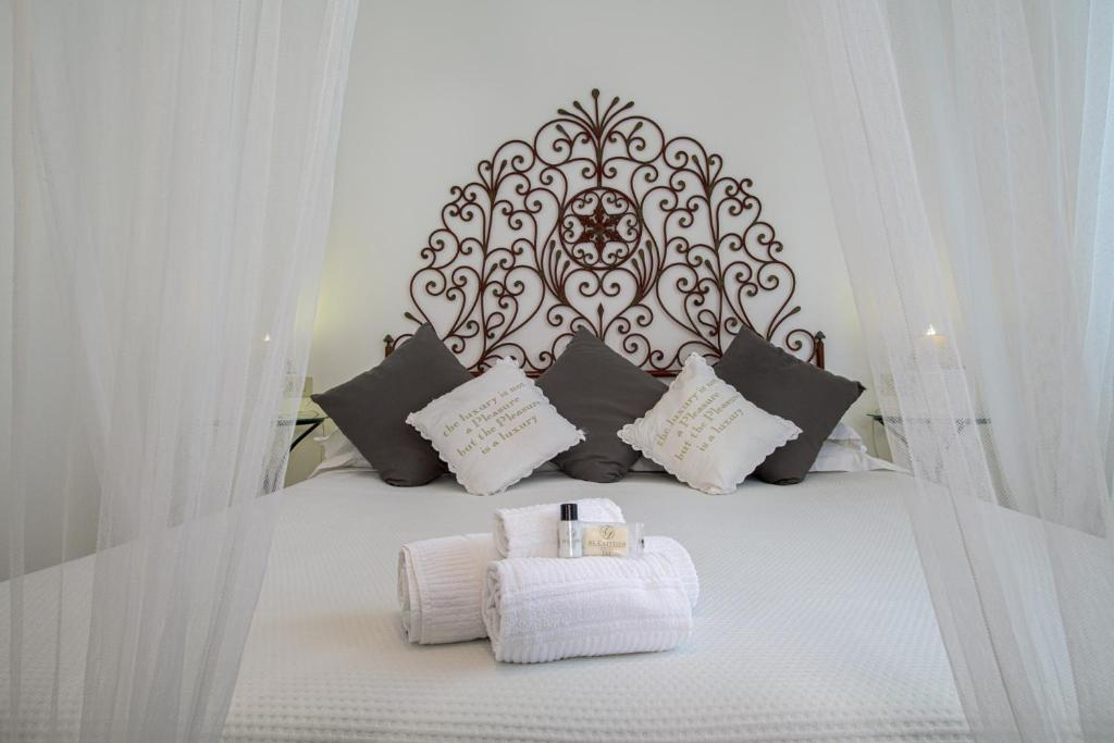 A bed or beds in a room at Albergo Al Castello