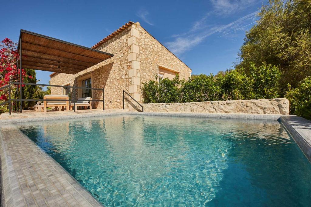 Basen w obiekcie Finca Serena, Small Luxury Hotels lub w pobliżu