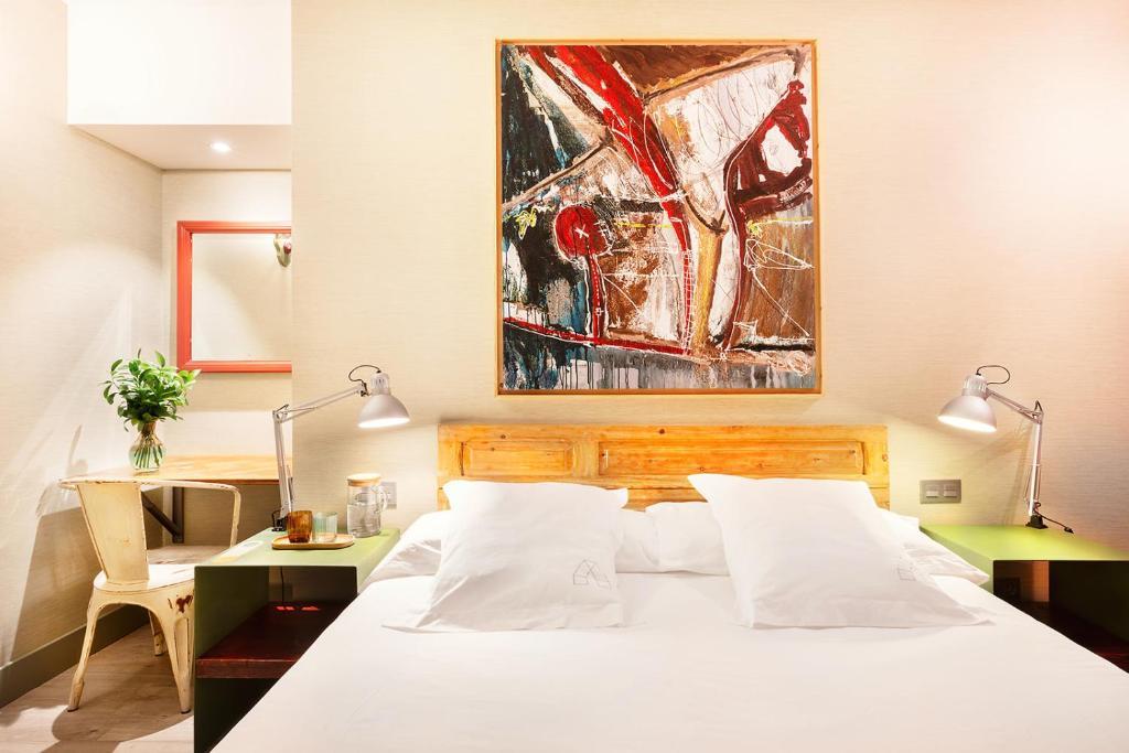 Cama o camas de una habitación en Hotel Okako San Sebastian