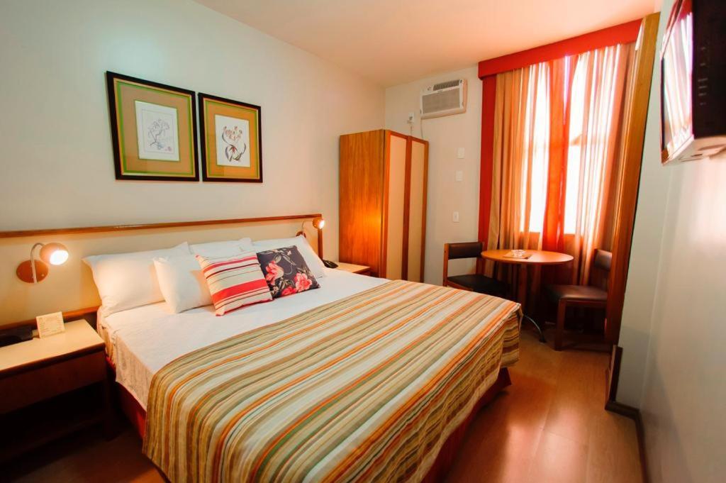 A bed or beds in a room at César Inn Juiz de Fora Hotel