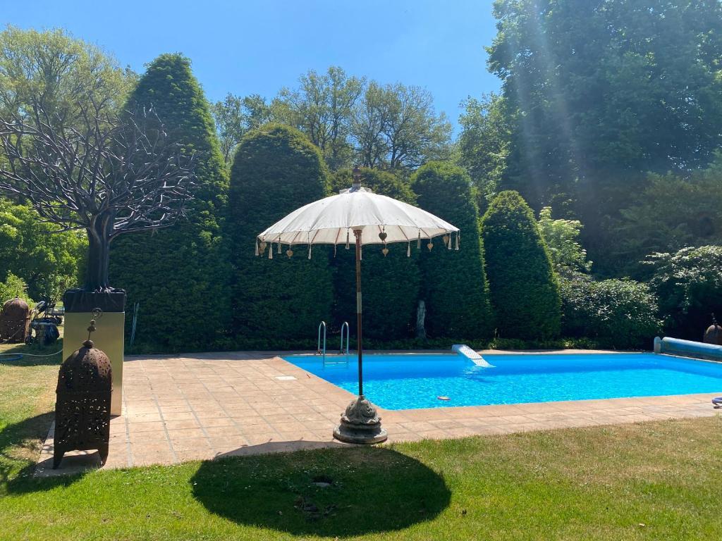 The swimming pool at or close to Villa de Nachtegaal