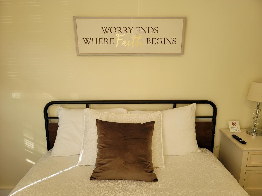 A bed or beds in a room at Relaxing, Comfortable, Private Bedroom