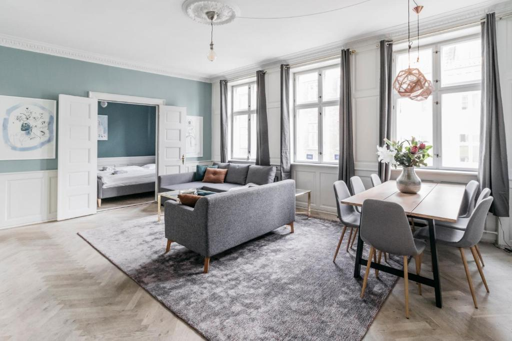 A seating area at Heart of CPH · 172SQM · Next to DK parliament · Luxury