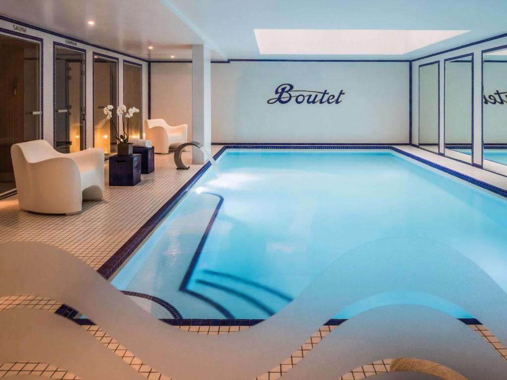The swimming pool at or near Hôtel Paris Bastille Boutet - MGallery
