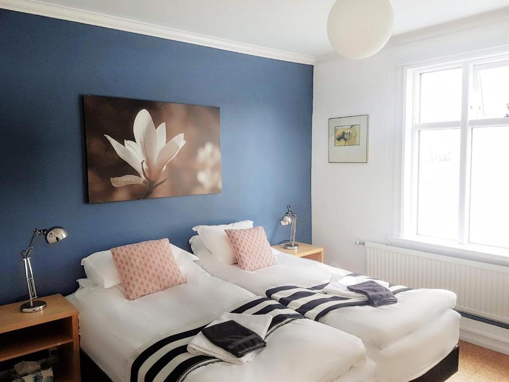 Ein Bett oder Betten in einem Zimmer der Unterkunft Refurinn Reykjavik Guesthouse