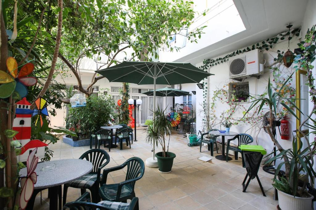 A restaurant or other place to eat at Kallithea Studios