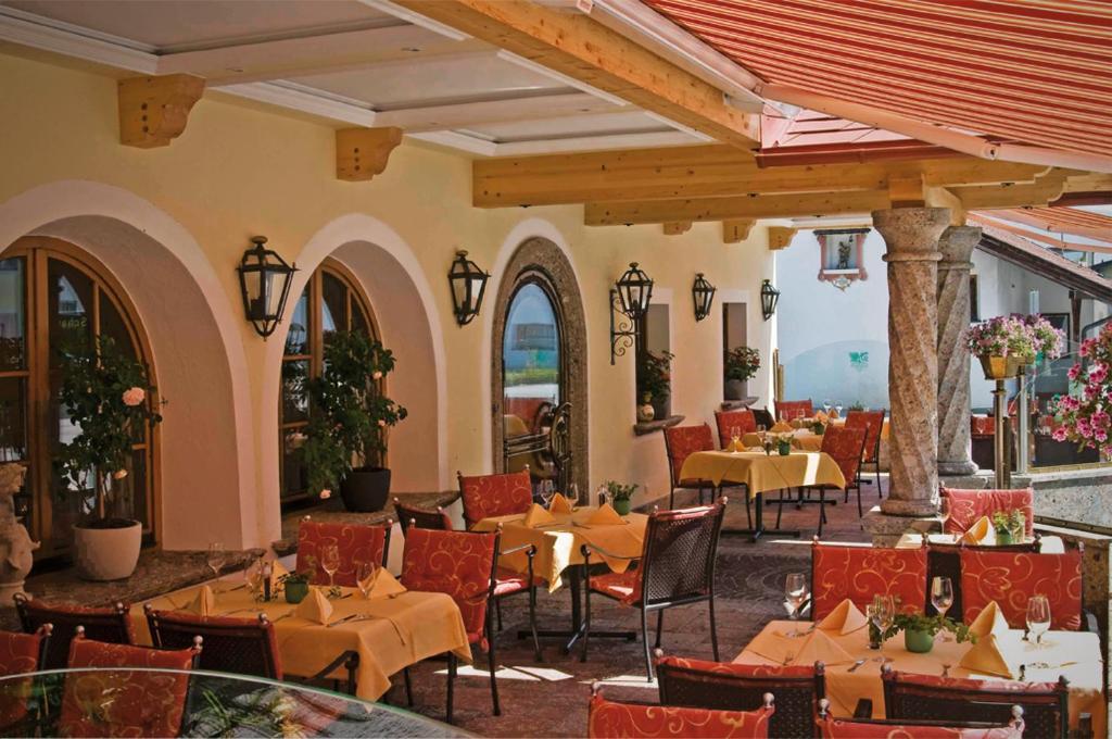 Un restaurante o sitio para comer en Hotel Bierwirt