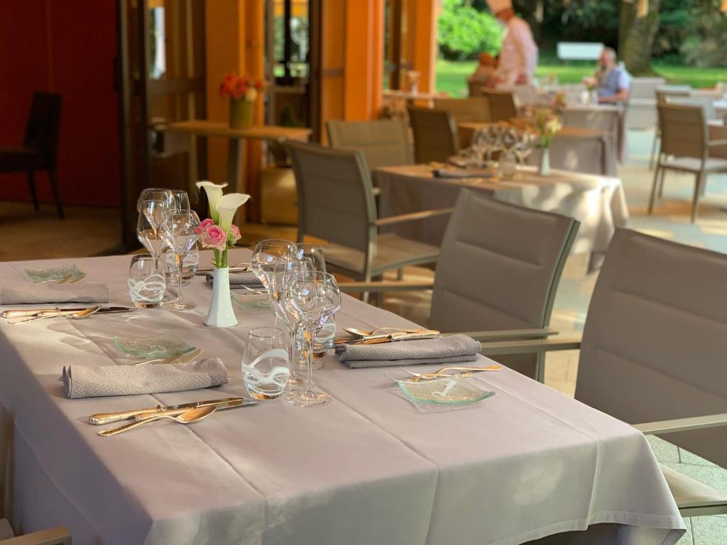 A restaurant or other place to eat at Le Rosenmeer - Room Service disponible