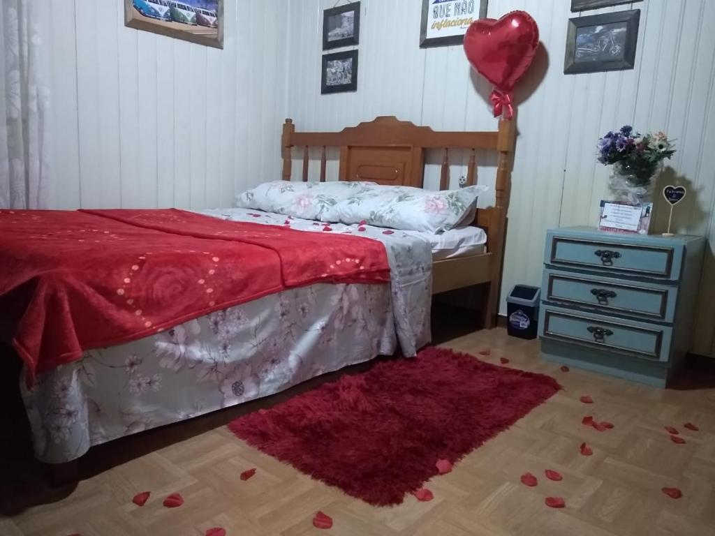 A bed or beds in a room at Turistando com café da manhã pertinho do centro