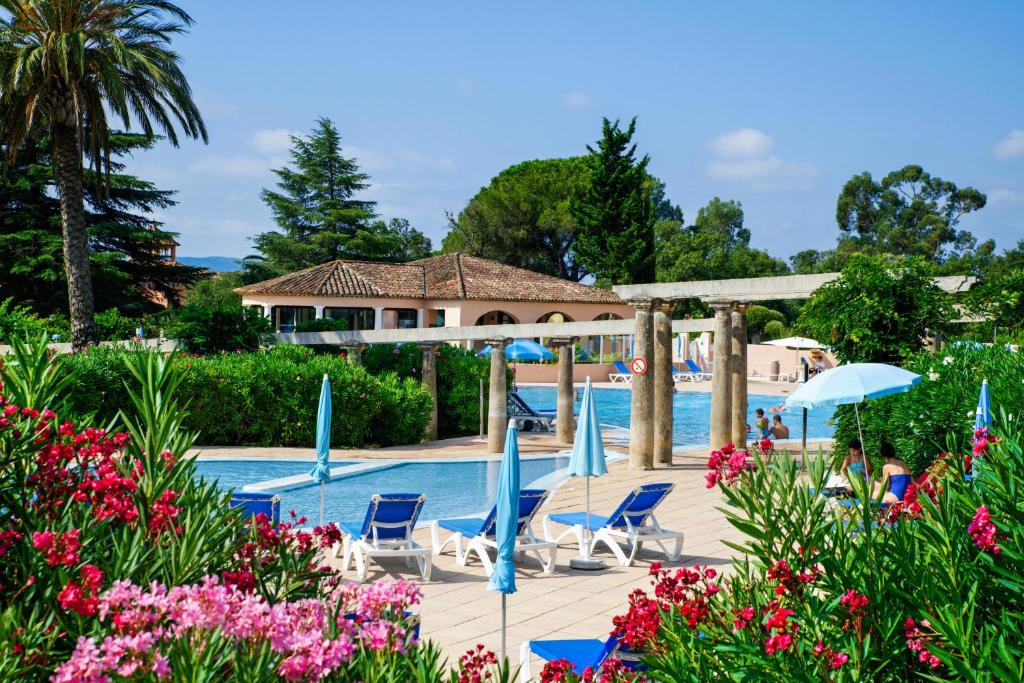 The swimming pool at or near Résidence Pierre & Vacances Les Parcs de Grimaud