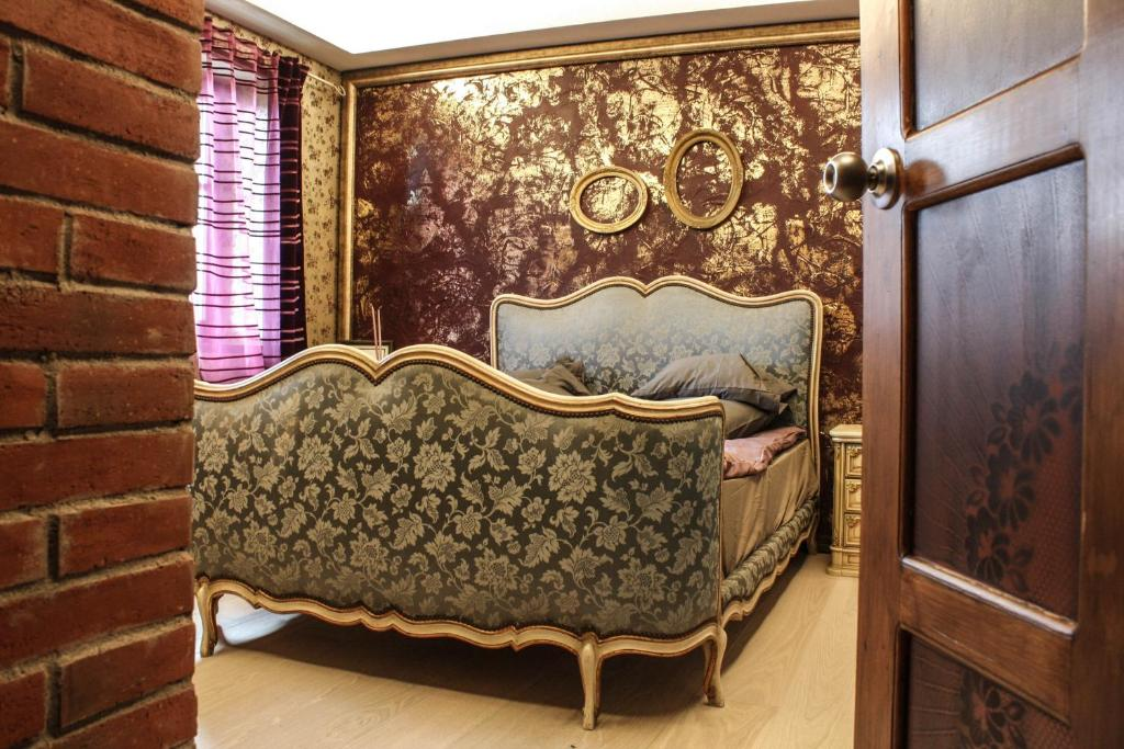 A bed or beds in a room at Le Rendezvous Apartment