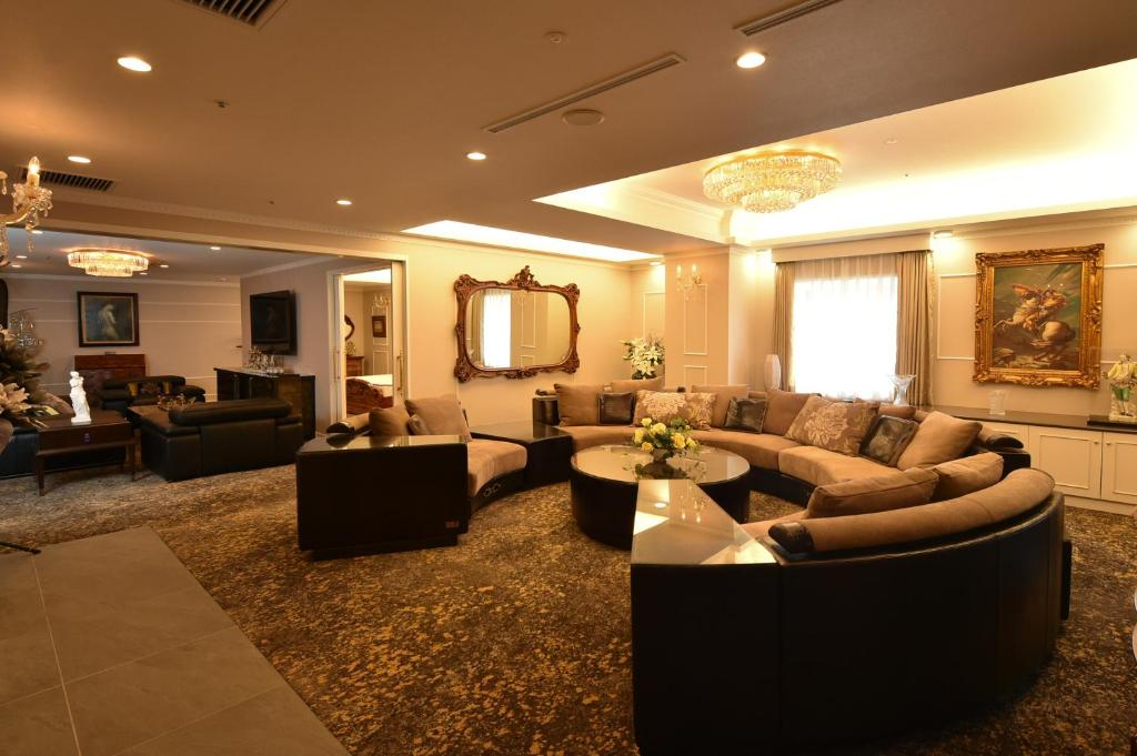 The lobby or reception area at MATRICX International Hotel