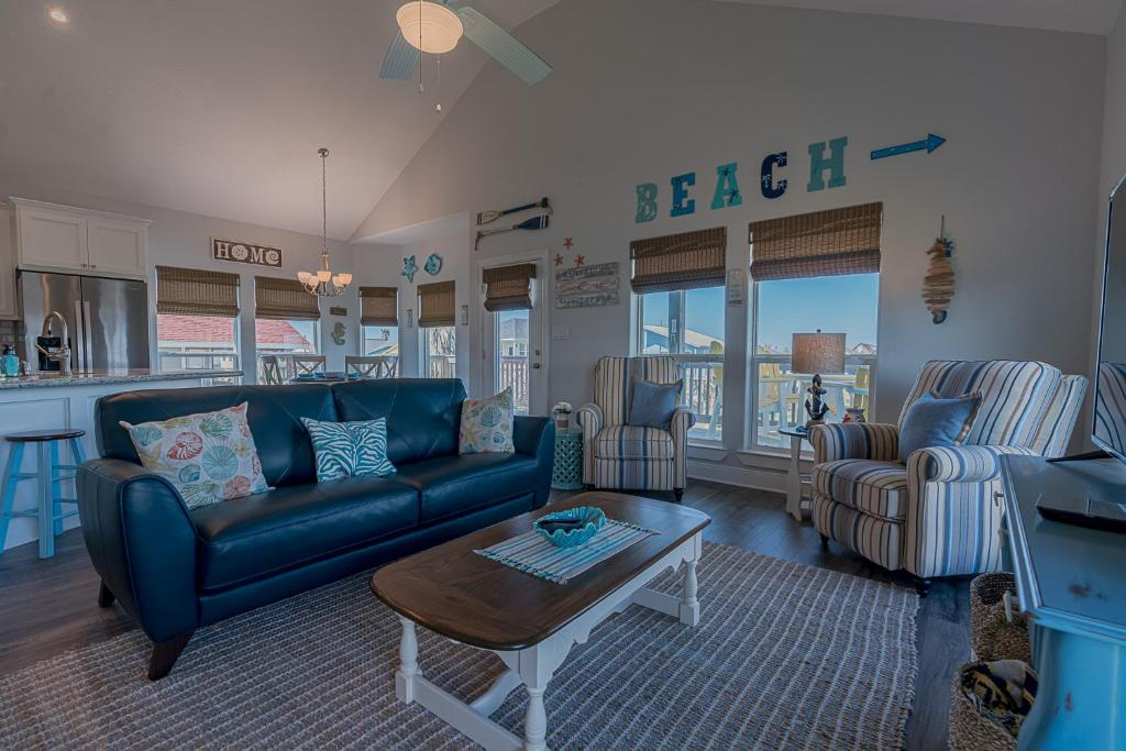 A seating area at The Coast is Clear Amazing home in Sea Isle Short distance to the Beach