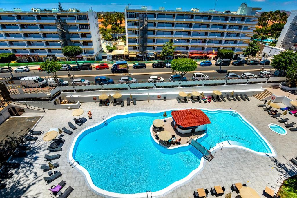 Uitzicht op het zwembad bij Rey Carlos of in de buurt