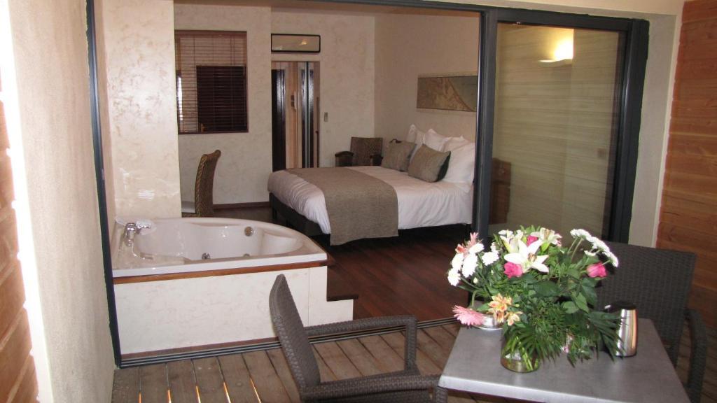 A bathroom at Ile du Gua Suites
