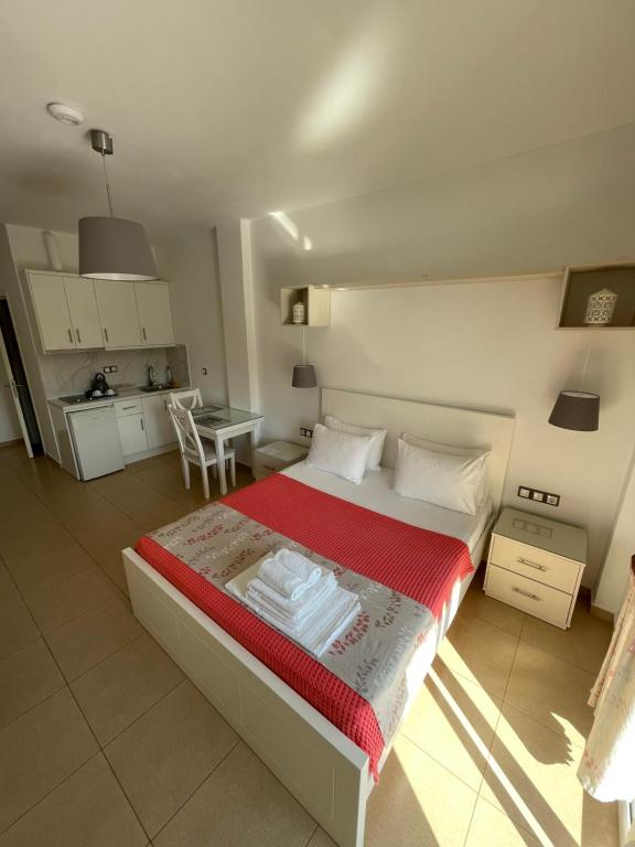 A bed or beds in a room at Hotel Mira Mare