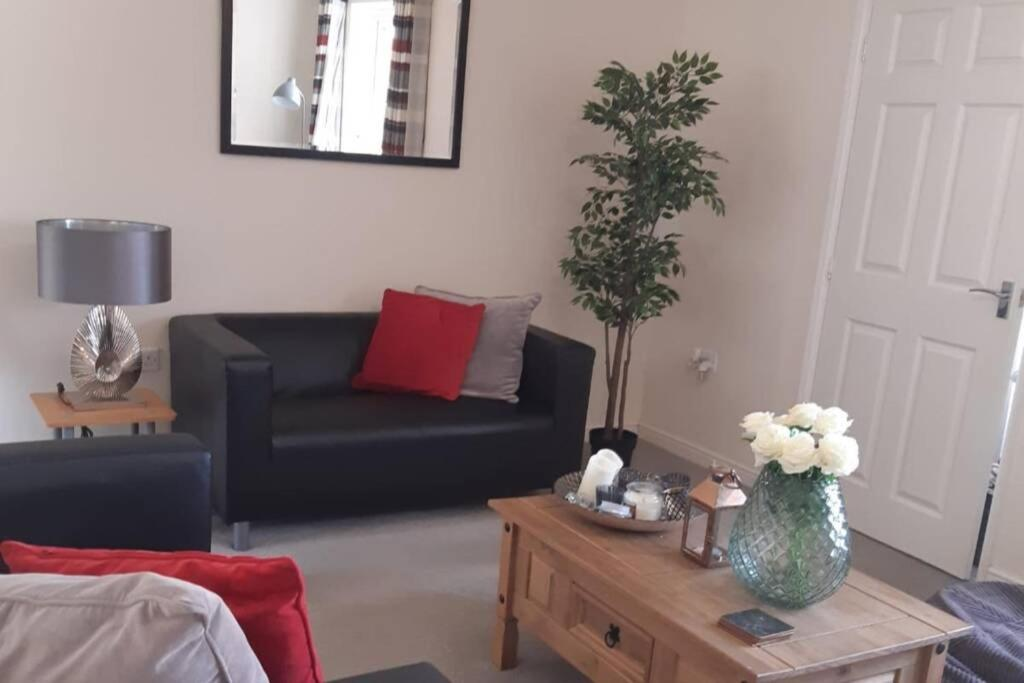 A seating area at 3 Bedroom Modern Property