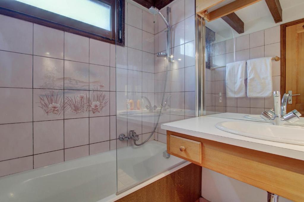 A bathroom at La Corniche