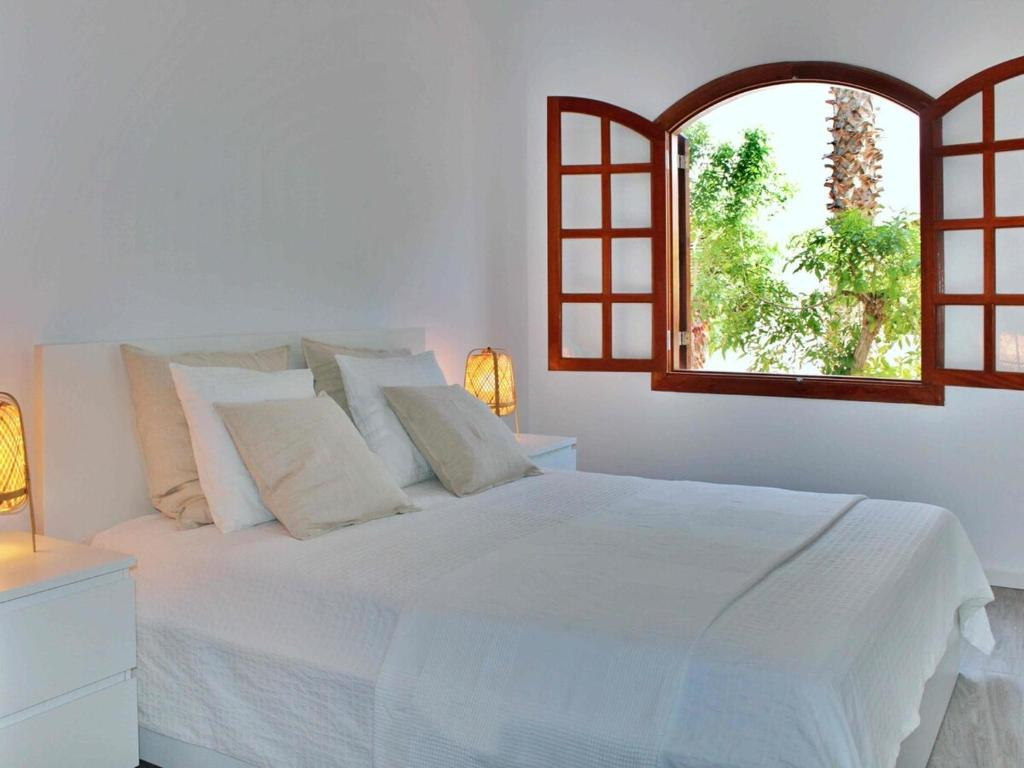 A bed or beds in a room at Playa Honda Home