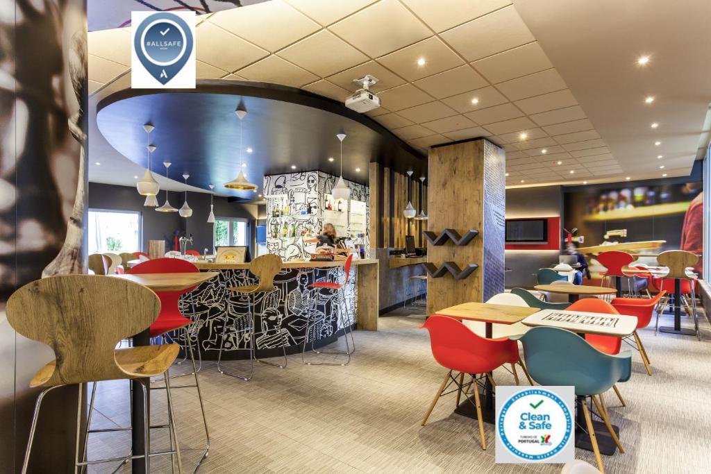 Een restaurant of ander eetgelegenheid bij Hotel ibis Lisboa Jose Malhoa