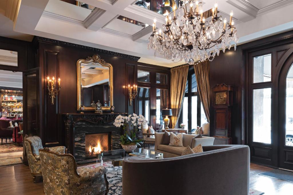 The lobby or reception area at Wedgewood Hotel & Spa - Relais & Chateaux